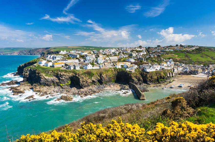 Visit sunny Port Isaac, 20 minutes from site